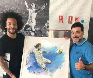 عکس/ هدیه نقاش ایرانی به بازیکن برزیلی رئال