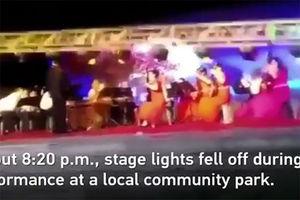 فیلم/ حادثه وحشتناک هنگام اجرای کنسرت!