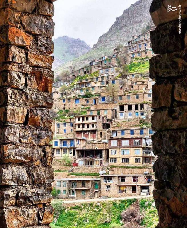 روستای هجیج یکی از روستاهای منحصر به فرد ایران می باشد که با اصول معماری پلکانی و تنها با استفاده از سنگ شاخته شده است.