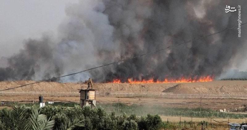 بر اثر افتادن بادبادکهای حامل مواد آتشین، در دو شهرک صهیونیست نشین «مفلاسیم و کفر عازاه» در مجاور نوار غزه آتشسوزی رخ داد