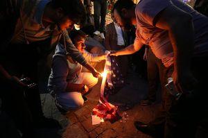 فیلم/ پرچم آمریکا و اسرائیل زیر پای معترضان عراقی