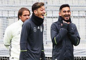 توبیخ بازیکنان آلمان برای عکس یادگاری با اردوغان! +عکس