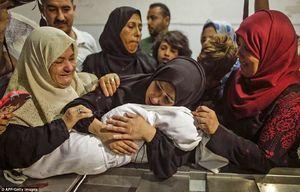 فیلم/ پیکر بیجان نوزاد 8ماهه در آغوش مادرش
