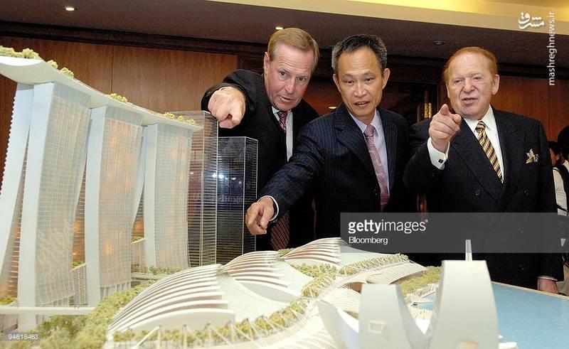 شلدون ادلسون در کنار طراحان هتل مارینا سنگاپور