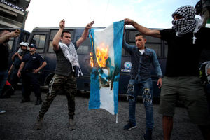 آتش زدن پرچم اسرائیل در یونان