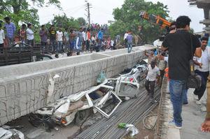 عکس/ 18کشته بر اثر ریزش پل در هند