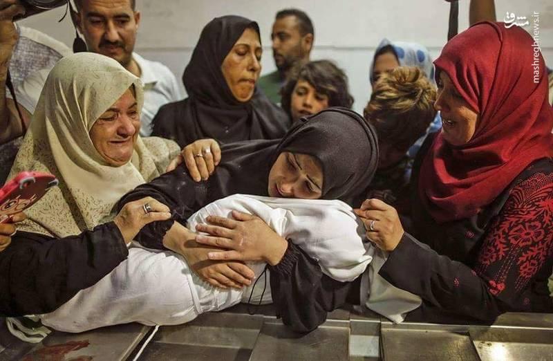 پیکر لیلی غندور نوزاد هشت ماهه فلسطینی که روز یکشنبه توسط سربازان رژیم صهیونیستی به شهادت رسید.