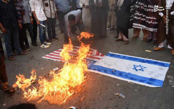 آتش زدن پرچم اسرائیل و آمریکا در حاشیه تظاهرات مردم پاکستان