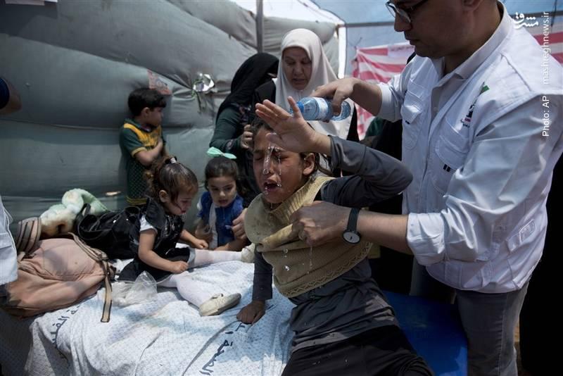 آسیبدیدن کودکان از شلیک گاز اشکآور طی تظاهرات مردم فلسطین در غزه علیه استقرار سفارت آمریکا در بیتالمقدس