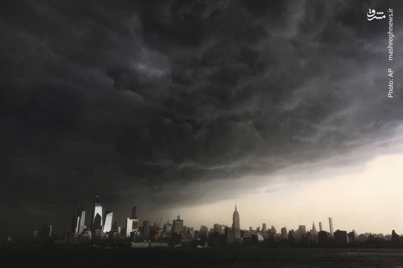 تعلیق بسیاری از پروازها در پی تجمع ابرهای طوفانی بر فراز نیویورک سیتی