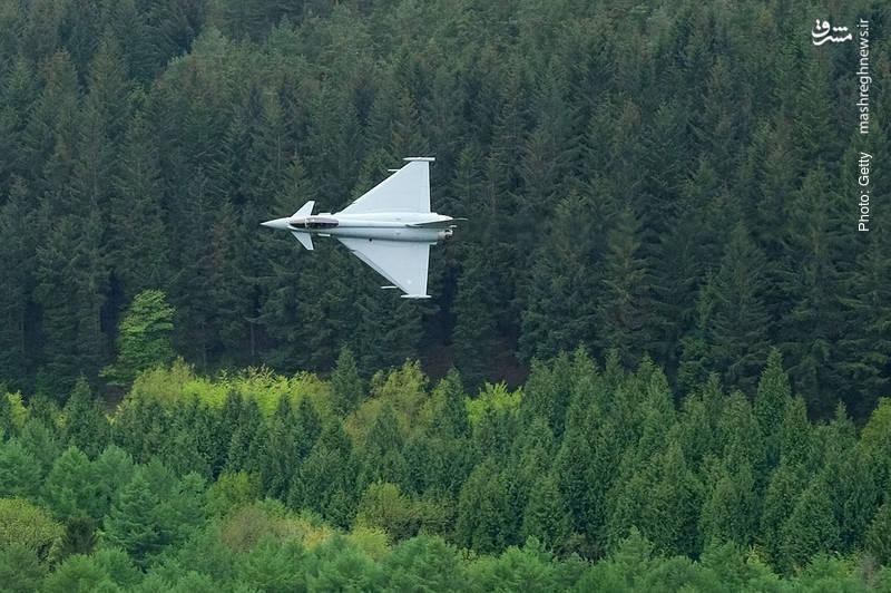 پرواز تایفون در شِفیلد انگلستان به مناسبت صدمین سالگرد تأسیس نیروی هوایی بریتانیا