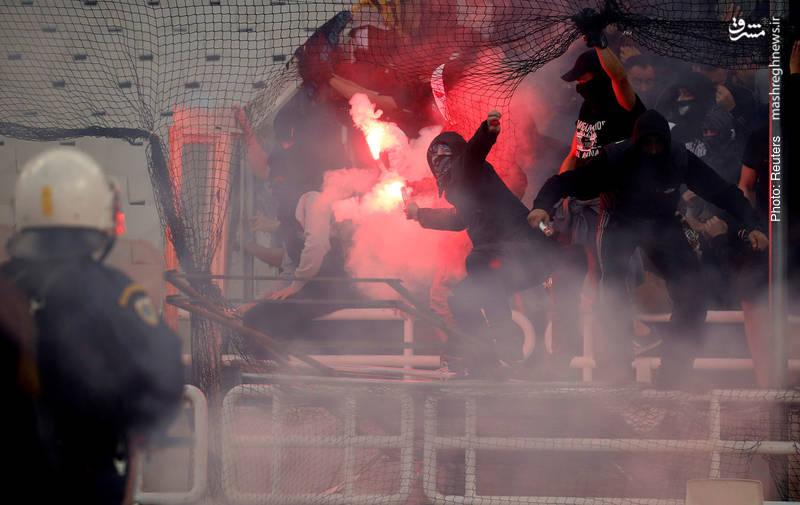 صحنهای از بازی فینال جام باشگاههای یونان در ورزشگاه المپیک آتن