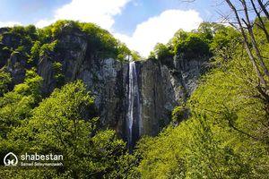 عکس/ آبشاری زیبا در دل طبیعت گیلان