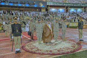 غیبت بن سلمان در مراسم دانشکده افسری ملک عبدالعزیز