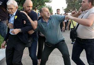 ضرب و شتم شهردار دومین شهر بزرگ یونان +عکس