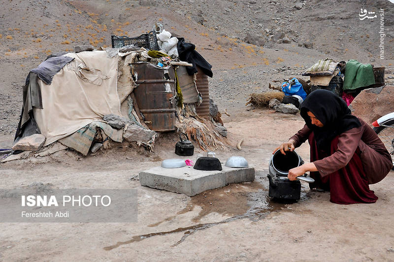 کمبود آب شرب و امکانات بهداشتی از مشکلات اصلی مردم منطقه عشایری «شاه مردی» است. مریم از دختران این منطقه، که چند ماه دیگر زندگی مشترک او با یک عشایر دیگر آغاز می شود که دغدغه اش نداشتن وسایل اولیه زندگی است .