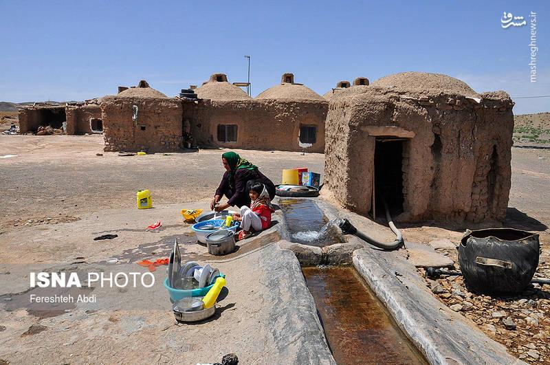 مردم روستای «ششدانگ» آب مصرفی خود را از قنات تامین میکنند. زنان این روستا از نداشتن یخچال میگویند که مواد غذایی خود را نمی توانند برای مدت طولانی نگه داری کنند و پس از چند روز این مواد غذایی فاسد میشوند.