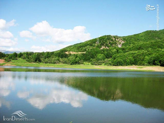 آب دریاچه از چشمه های زیرزمینی و آب های جاری در کوهستان های اطراف تامین می شود.