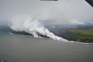 فیلم/ تلاقی آتشفشان هاوایی و اقیانوس آرام