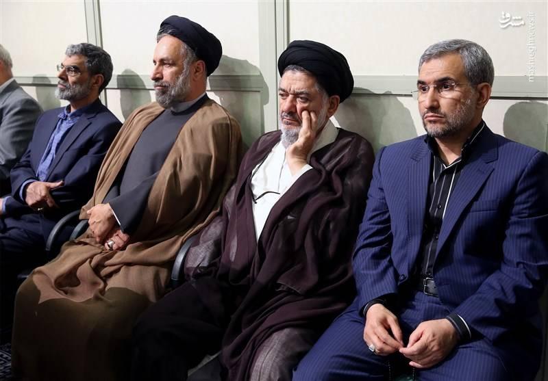 حجت الاسلام علی اکبر محتشمی پور عضو شورای مرکزی مجمع روحانیون مبارز نفر دوم از راست