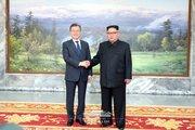 دیدار غیرمنتظره رهبران دو کره +تصاویر