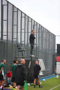 عکس/ نظارت عجیب کیروش در تمرین تیم ملی