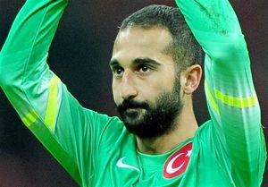 دروازهبان اصلی ترکیه بازی با ایران را از دست داد,