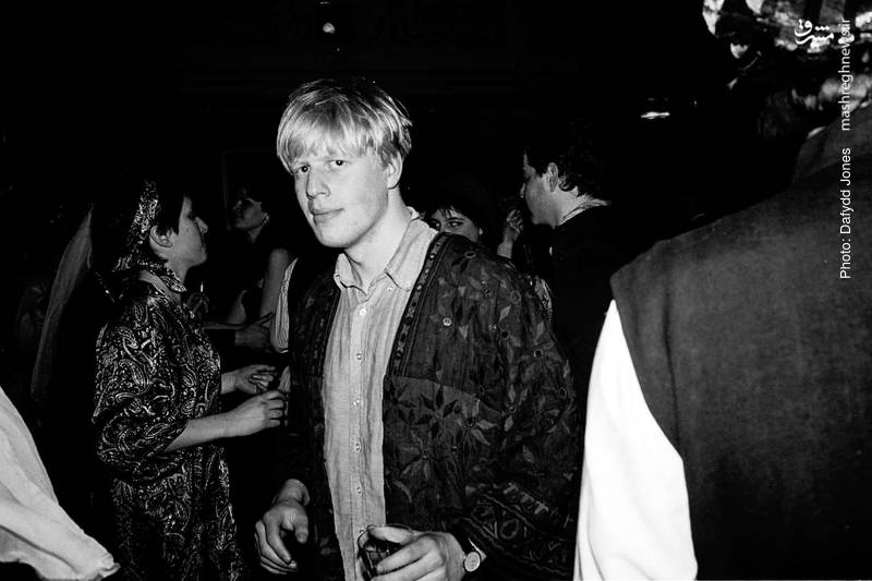 انتشار تصویری از بوریس جانسون، وزیر خارجه کنونی بریتانیا در مهمانی دانشجویی طی دوران تحصیل در آکسفورد در دهه 1980 میلادی. تصاویری از دیوید کامرون نیز در این سری قرار داشته که او از آن  به «خنجرزدن از پشت» تعبیر کرد.
