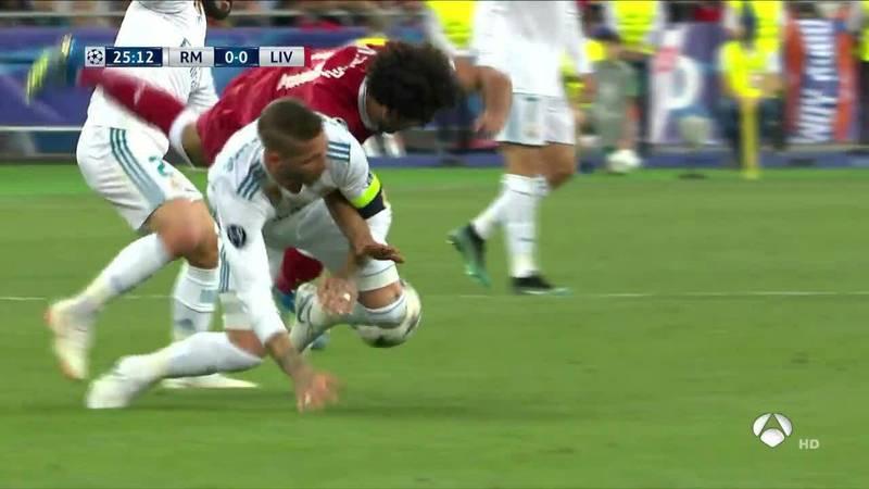 فیلم لحظه مصدومیت محمد صلاح در بازی فینال لیگ قهرمانان اروپا