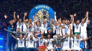 فیلم/لحظه بالا بردن جام قهرمانی رئال مادرید توسط راموس