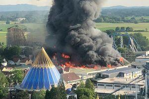 عکس/ آتشسوزی در بزرگترین پارک تفریحی آلمان