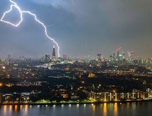 تصویری از رعد و برق در لندن