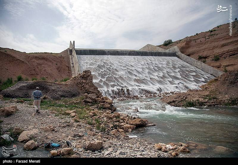 سد مخزنی آزادی در استان کرمانشاه ، در فاصله ۵۰۰ متری پایین دست پل شاهگذر و حدود ۹۰ کیلومتری شهر جوانرود بر روی رودخانه زمکان واقع شده است.