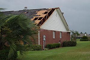 فیلم/ سقوط سقف خانه در اثر طوفان!