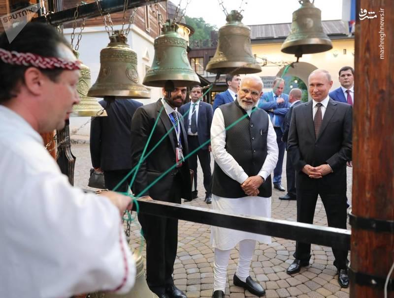 پوتین و نارندرا مودی نخستوزیر هند در خیابانهای سوچی