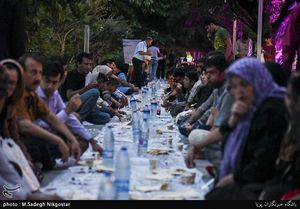 عکس/ ضیافت افطار در بلوار کشاورز