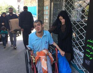 نگرانی مادر و فرزند معلولش در راهپیمایی روز قدس