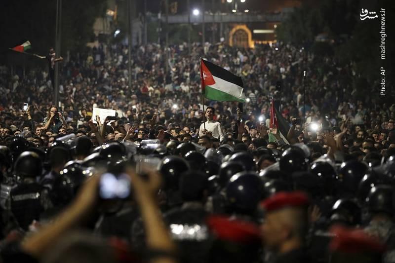 تظاهرات وسیع در شهر امّان در اعتراض به برنامه های جدید اقتصادی منجر به استعفای هانی ملقی از نخست وزیری اردن شد.