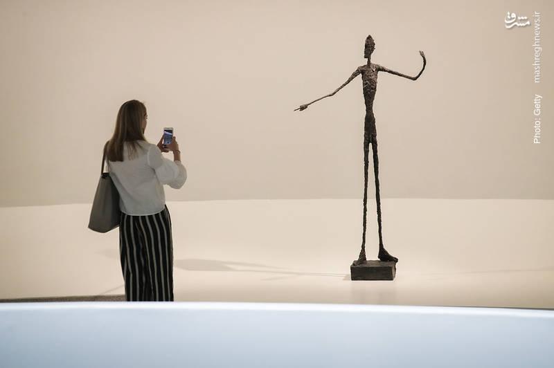 مجسمه هفتاد و یک ساله «مردِ اشاره کننده» درموزه نیویورک