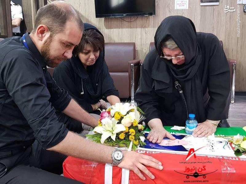 تحویل پیکر خلبانهای پرواز تهران-یاسوج به خانوادههایشان/ عکس