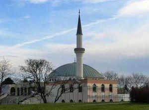 بستن مساجد و اخراج ائمه جماعت به بهانه یک تئاتر