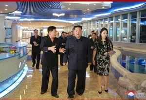 رهبر کره شمالی در یک رستوران عجیب +عکس