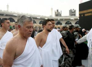 عکس/ پادشاه اردن در لباس احرام