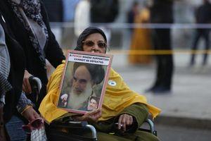 تصویر امام خمینی(ره) در تظاهرات لندن