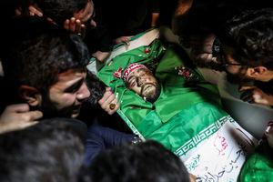 فیلم/ روایت مادر شهید محمد حسین حدادیان از لحظه دفن فرزندش