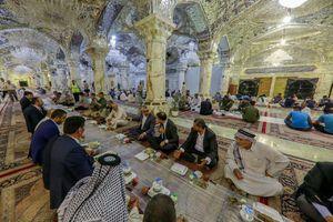 عکس/ برپایی سفره افطار در صحن حضرت زهرا(س)