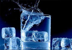 """مضرات نوشیدن """"آب یخ"""" چیست؟"""