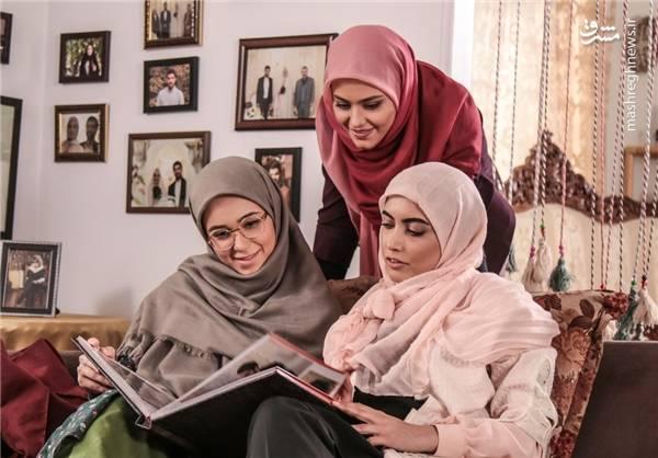 گروه اخیرا در لوکیشن خانه ناصر (عموی لیلا) مشغول به کار بودند و این روزها کار در لوکیشن خانه حاج علی ادامه پیدا می کند.