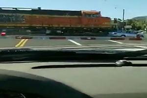 فیلم/ حادثه بر روی ریل قطار!