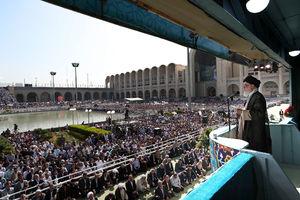 اسلحه رهبر انقلاب در خطبههای نماز عید فطر